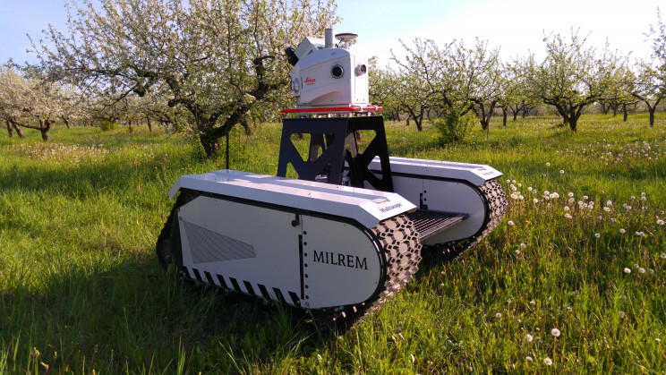 roboti forestieri, roboti iubitori de copaci, roboti care planteaza paduri